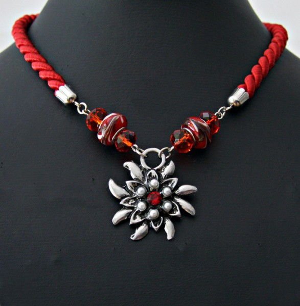 Halsschmuck Kordel rot mit einem Edelweißanhänger und Glassperlen