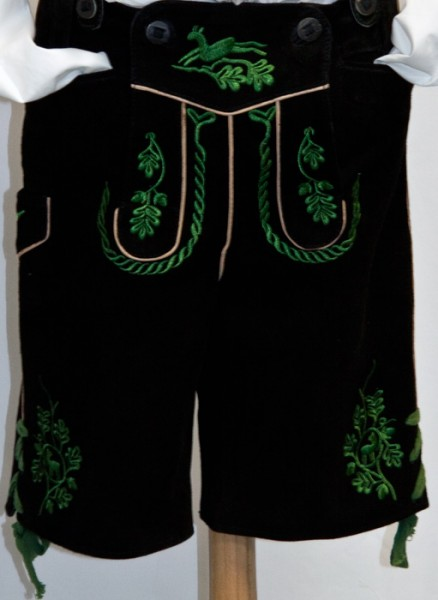Klassische Burschenlederhose mit grüner Stickerei