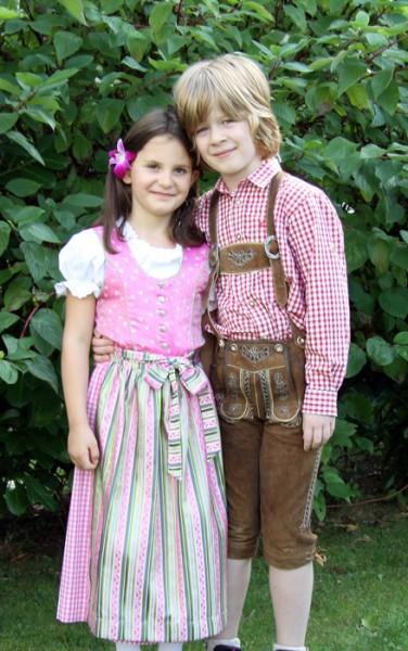 Kinderdirndl pink mit grün-pink-gestreifter Schürze, Isar Trachten