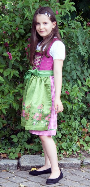 Kinderdirndl pink, pink-weiß-karierter Rock mit grüner Motivschürze, Isar Trachten