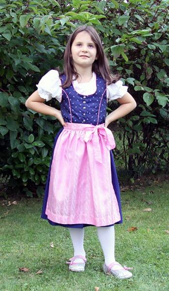 Blaues Mädchendirndl mit rosa Schürze von Isar Trachten
