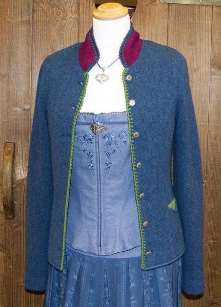 Blaue Strickjacke mit grünen Patches, Litzlfelder